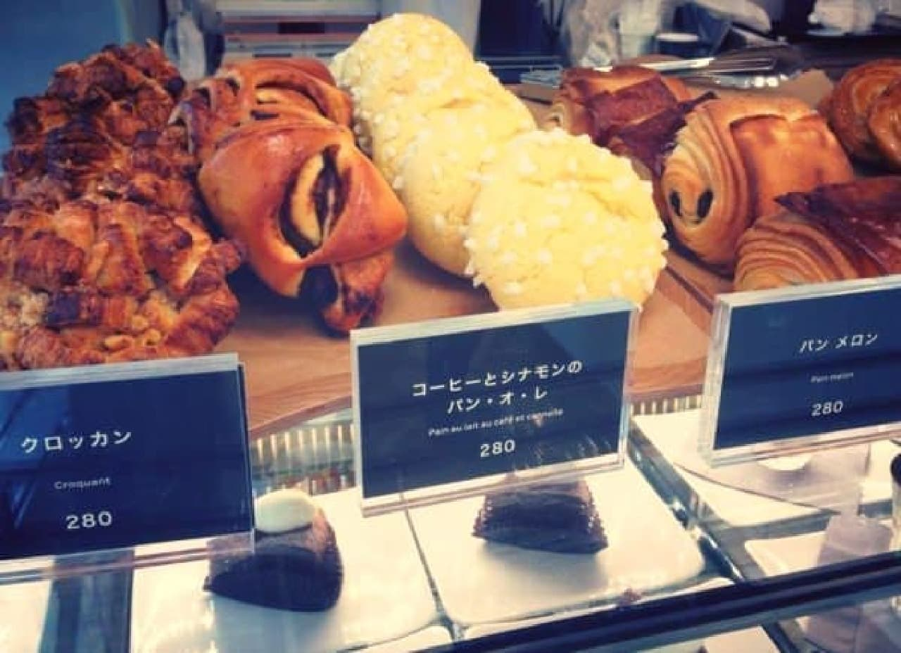 パンも各種そろってるよ!  (出典:COUTUME 公式 Facebook)