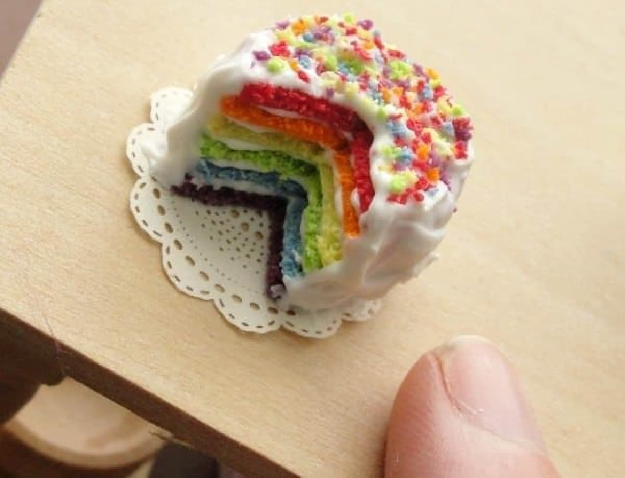 これは...!虹色パンケーキ...!?