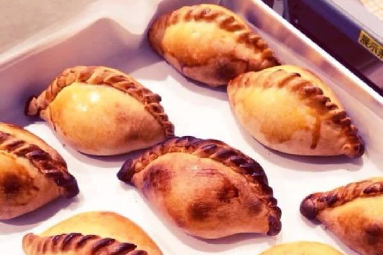 あなたの街には来た?熱くラテンなパイ「エンパナーダ」が買える移動販売
