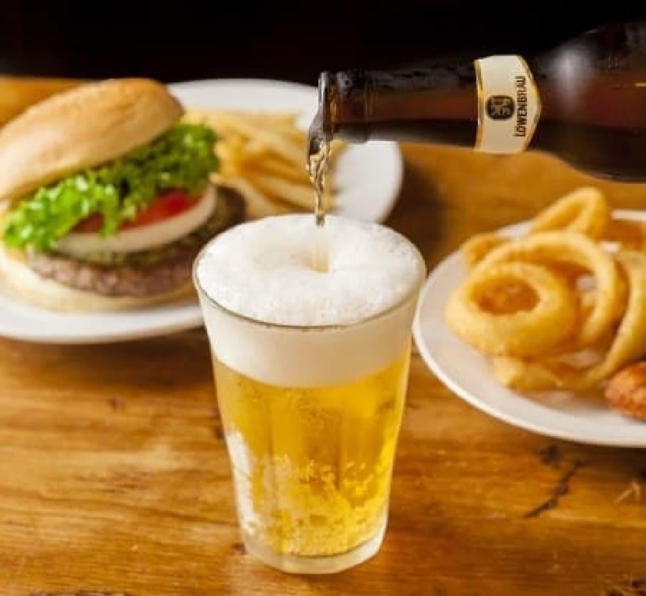 ハンバーガーにビールという至福