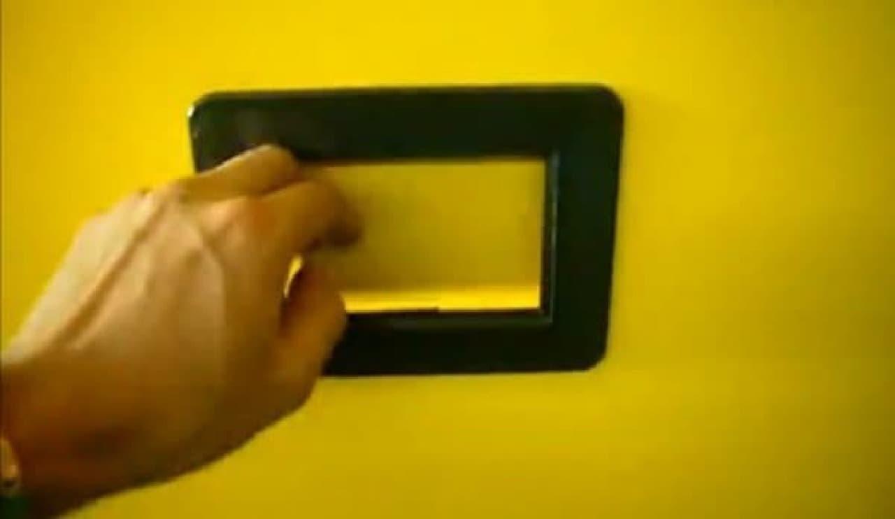この小窓からソースが取り出せる