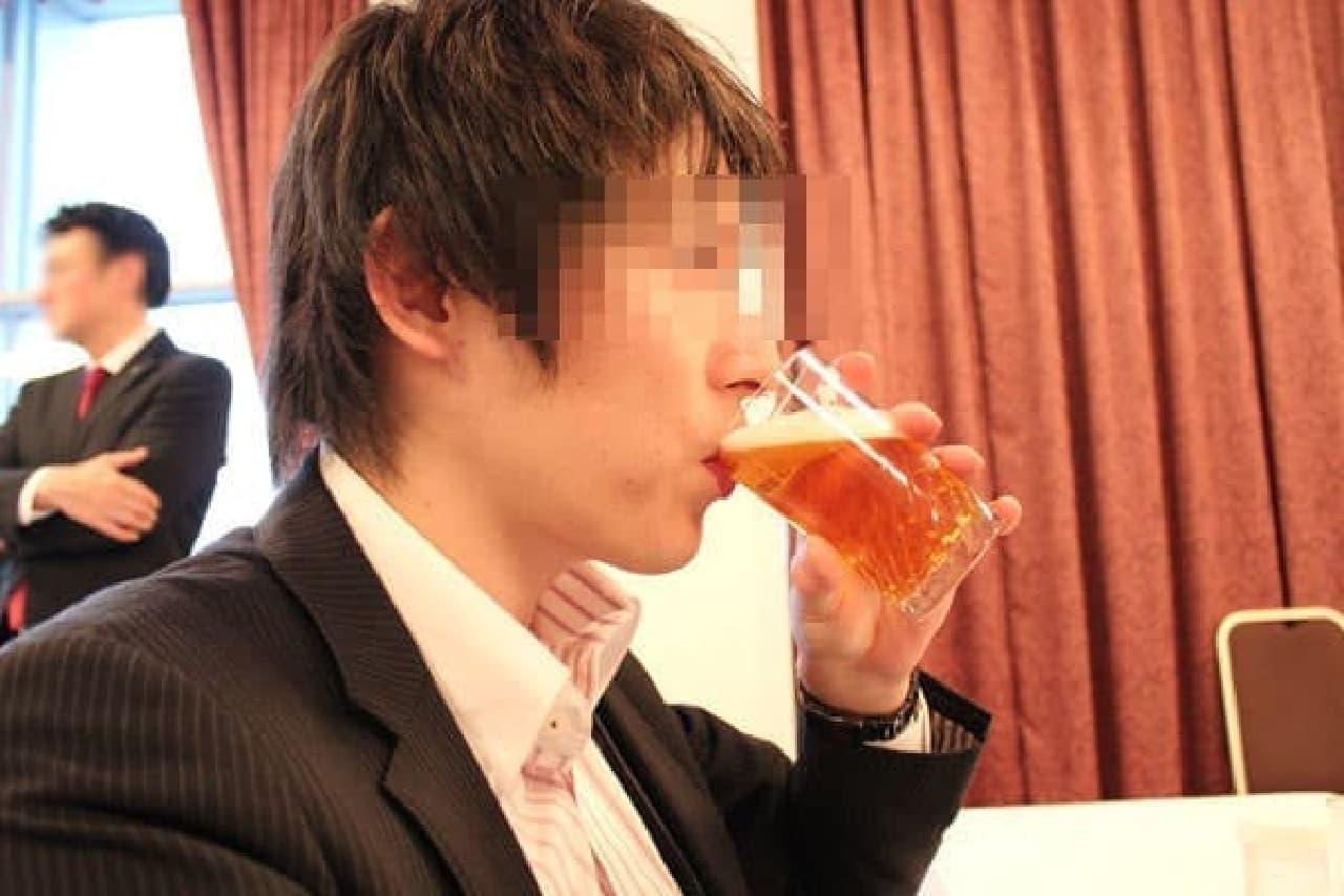 仕事中のビールって格別!…じゃなくて濃密な味ながらもまろやかでウマいです