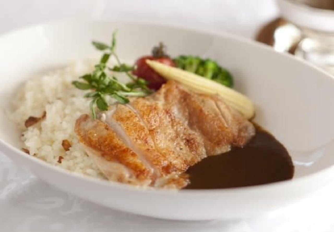 銀座本店メニュー「岩手県産いわい鶏モモ肉のカリー ガーリックライスと共に」