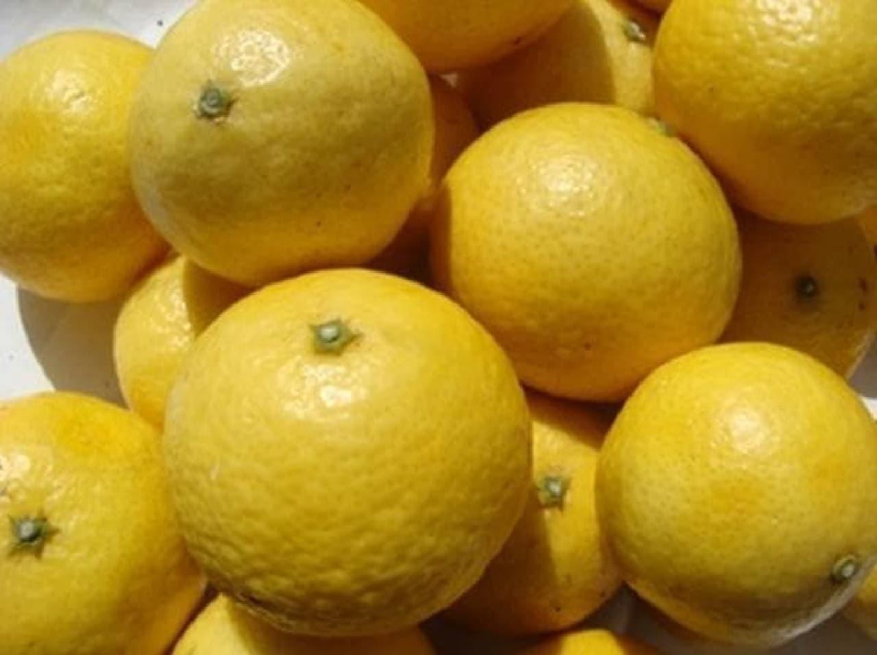レモンのような黄色だが、オレンジの味