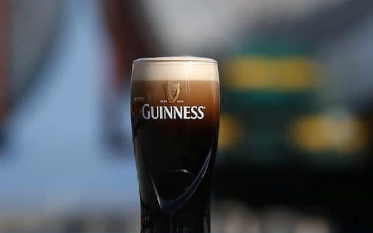 ギネスといえば黒ビール  (出典:Guinness Japan 公式 Facebook ページ)