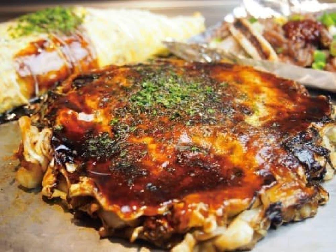 「100円」でランチが食べられる!?  (画像:ぎゅんた「ぎゅんた焼き(いか牛すじかす玉)」