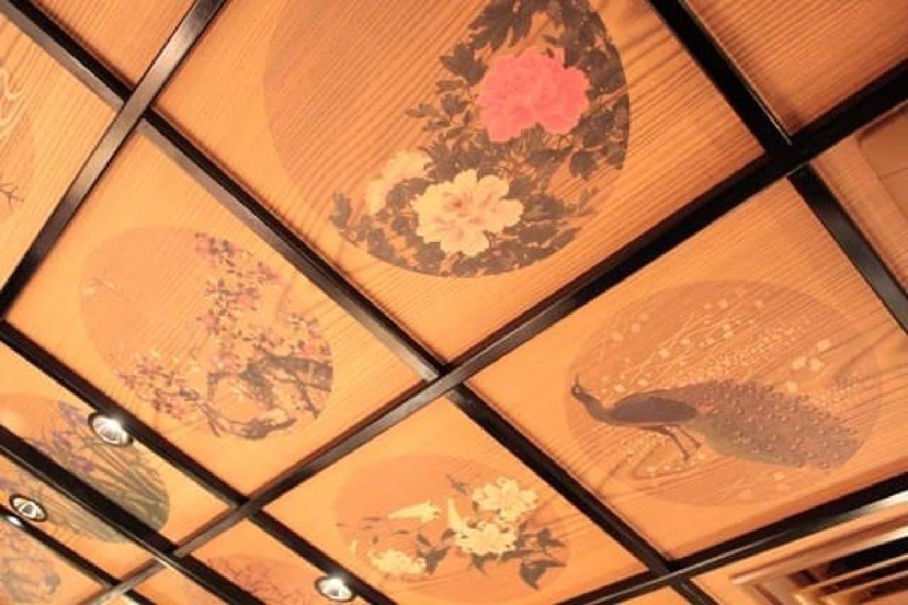 ふと見上げると、そこには日本の四季が