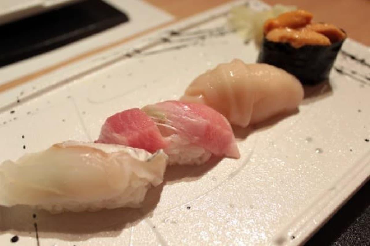 2皿目のにぎり。北海道産のウニも!