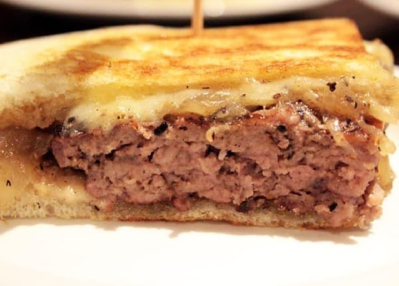 余計な味はしない!肉とチーズがガツンと主張