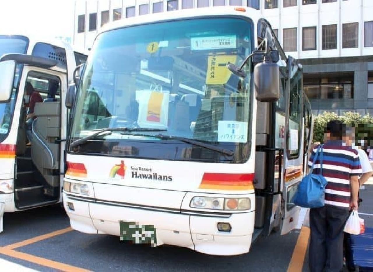 このバスがあっという間にリゾートへ運んでくれる