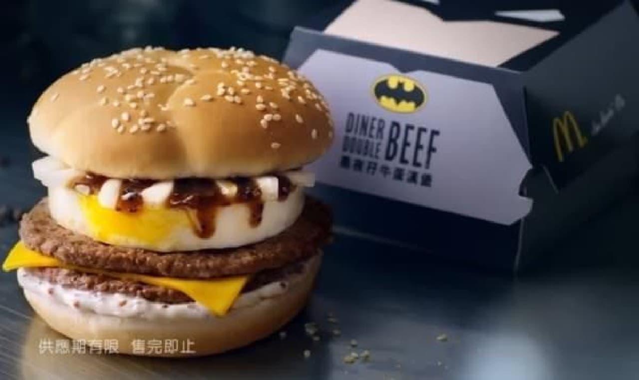 バットマンデザインのボックスで提供される