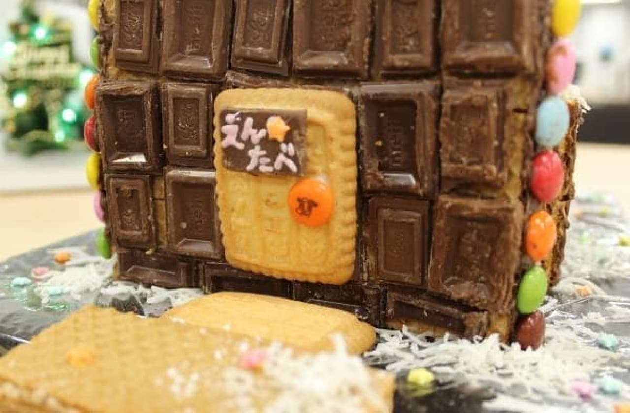 ドアには「えんたべ」の表札