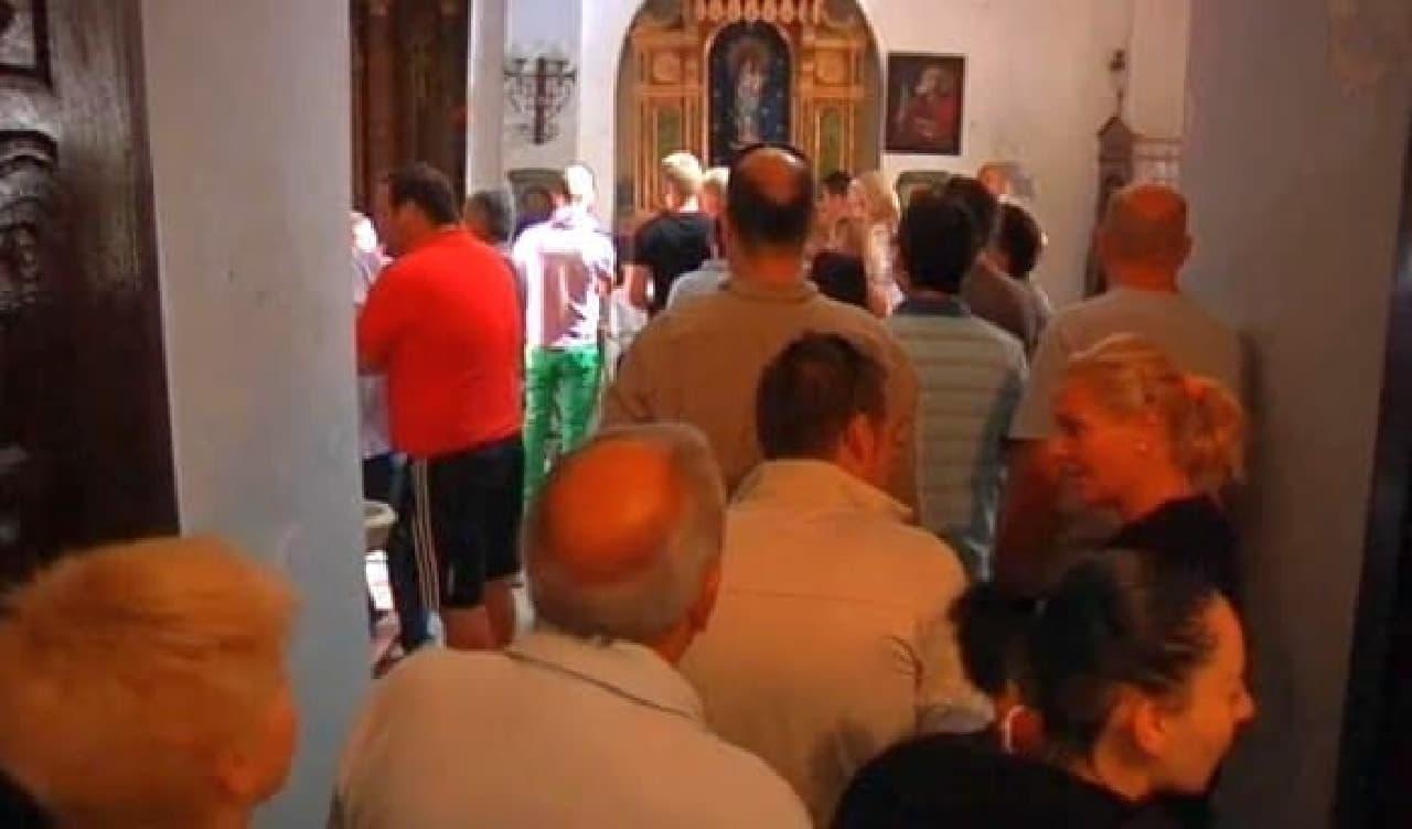 フレスコ画を見にやってきた観光客  教会のある村は、フレスコ画効果で経済も上向いているそうです