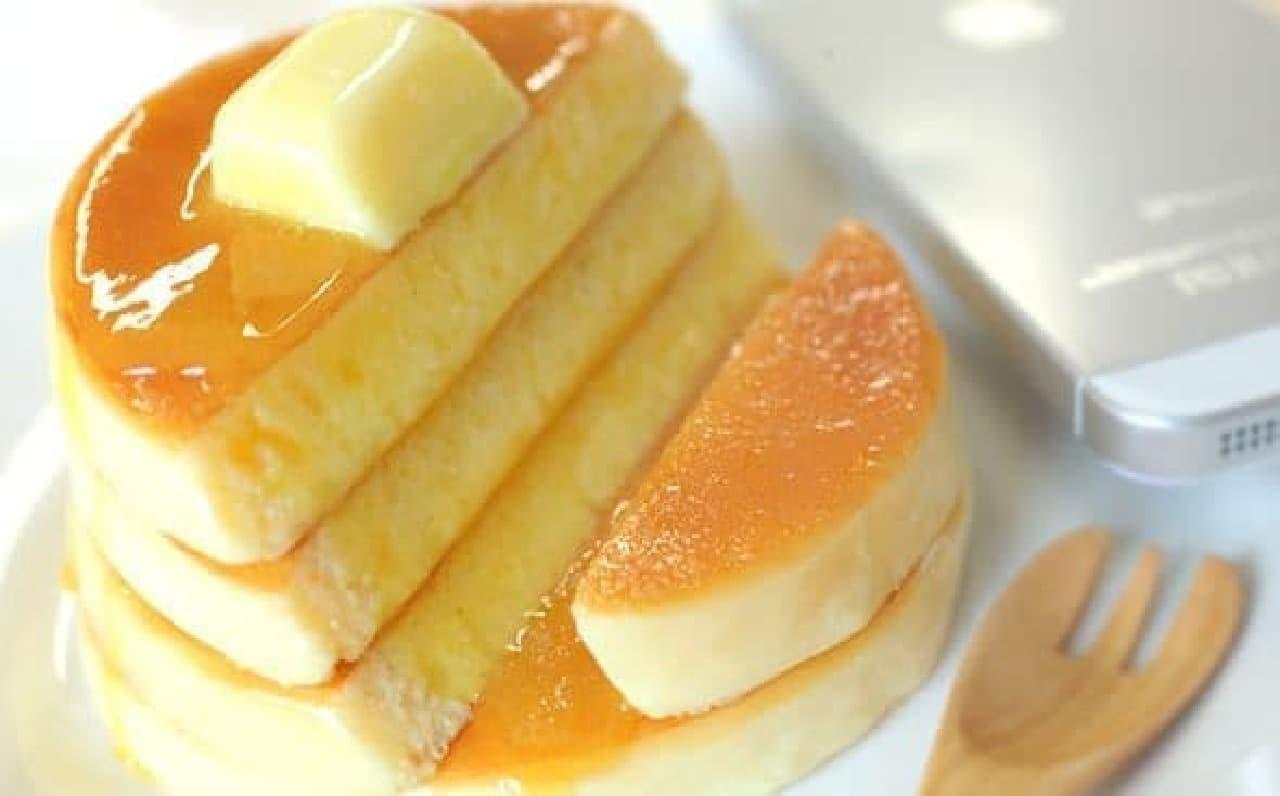 パンケーキ型のスマホスタンド「食品サンプルスタンド(ホットケーキ)」