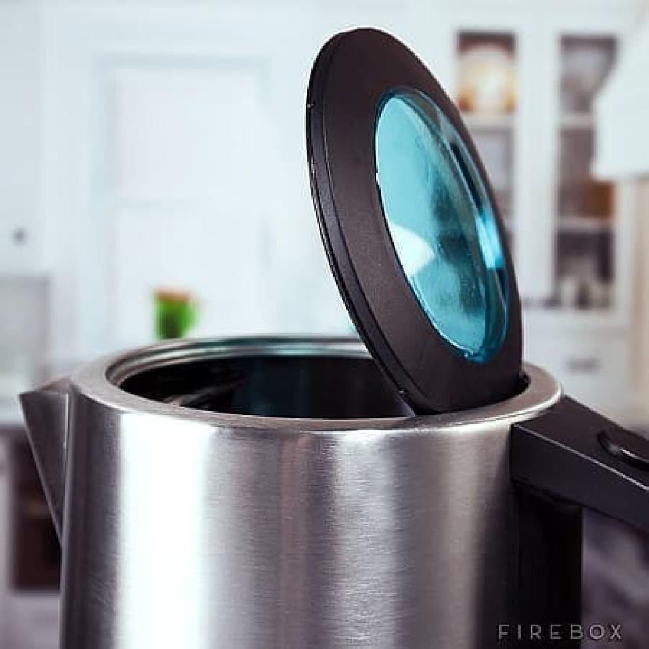 部屋のどこにいても、お湯を沸かすことができる。  そう、iKettle ならね! (C)Firebox.com