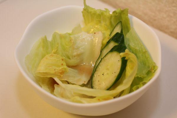 サラサラタイプのドレッシングだが、少量でも野菜にはしっかりと味が付く