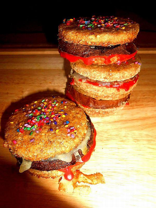 犬用のハンバーガー「Gourmet Dog Treats -2 Bully Burgers」