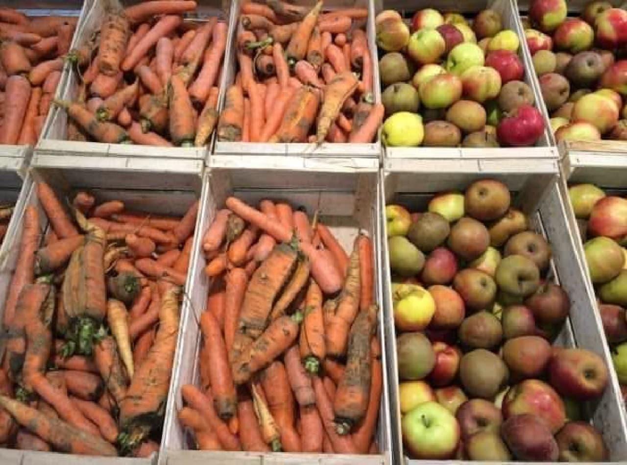 スーパーに設置された「inglorious fruits and vegetables」