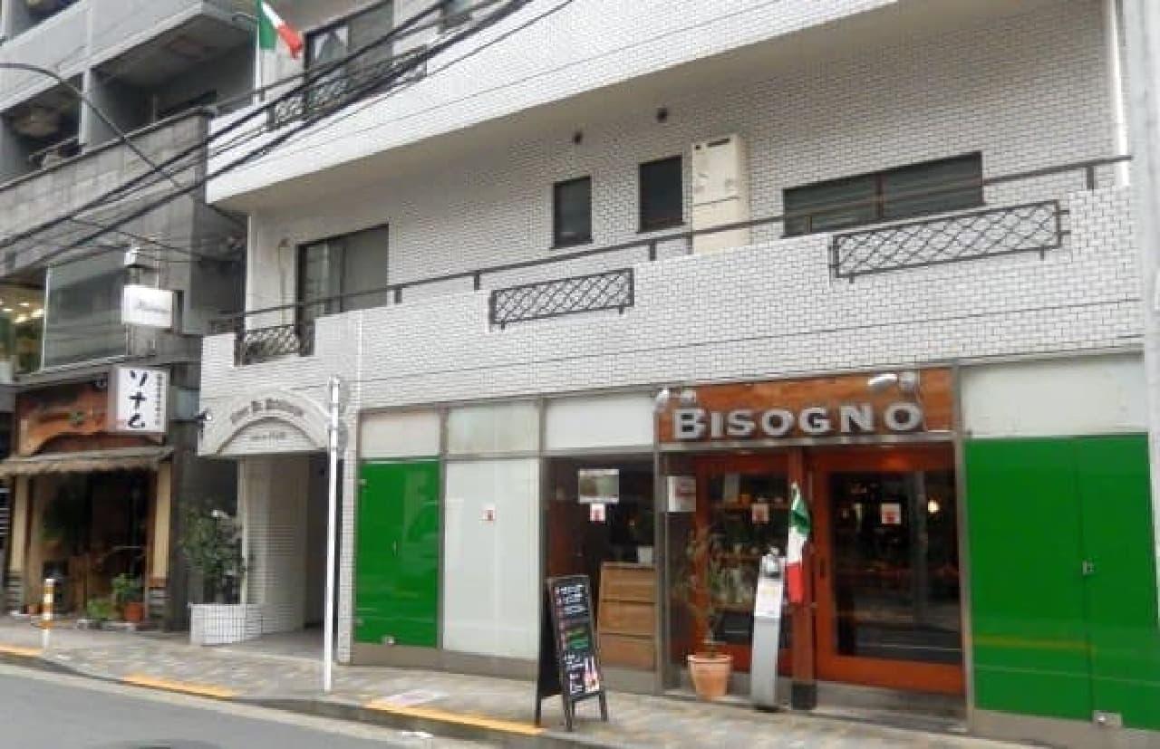 目の前には韓国料理やイタリアンのお店も