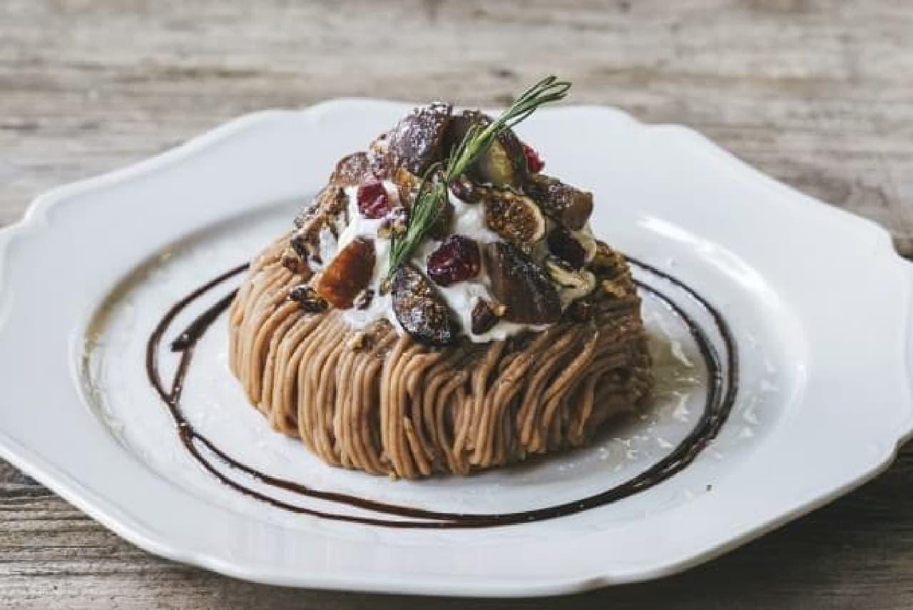 秋の限定メニュー「栗と木の実のモンブランパンケーキ」