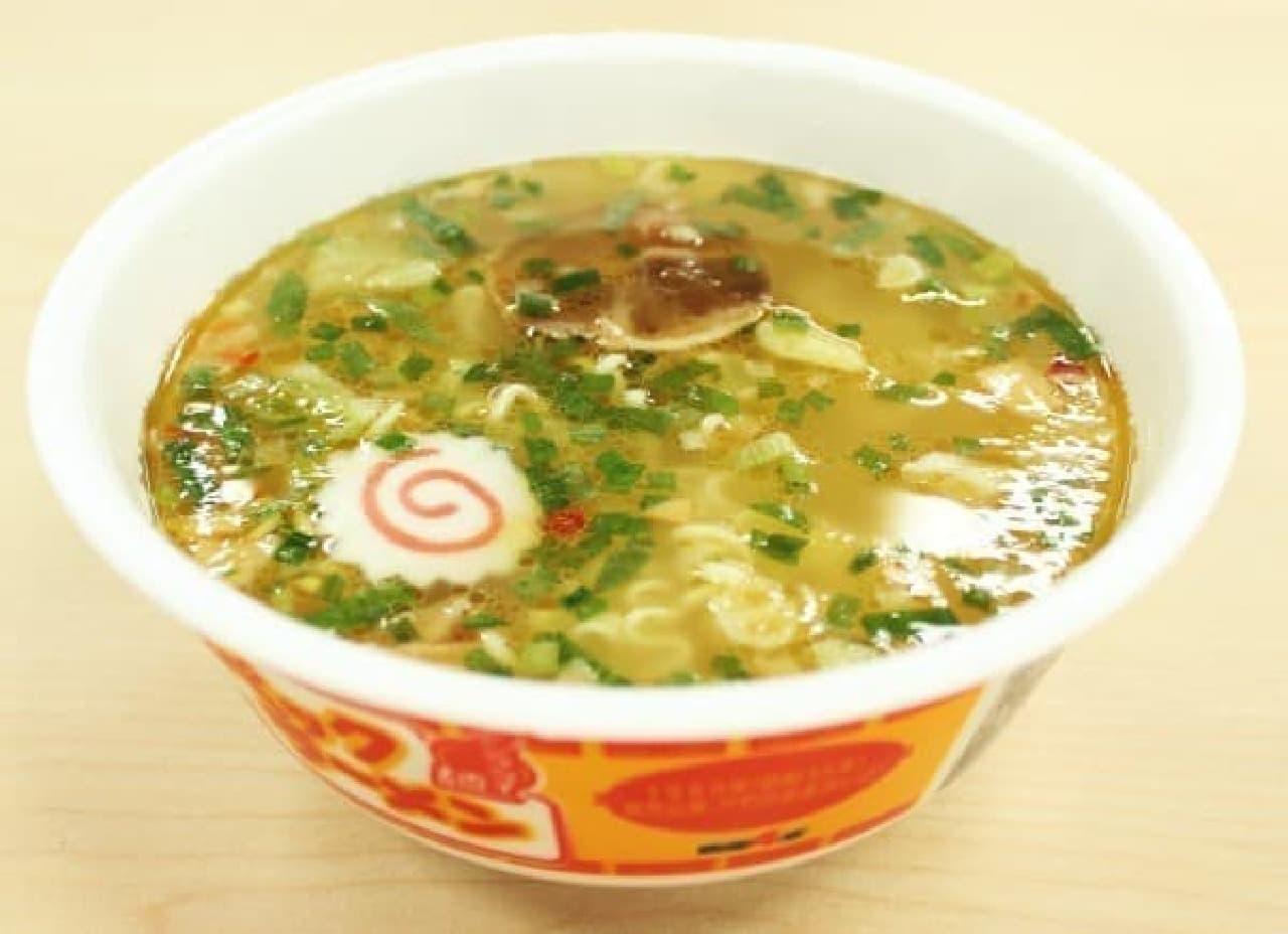 黄金色に輝くスープ