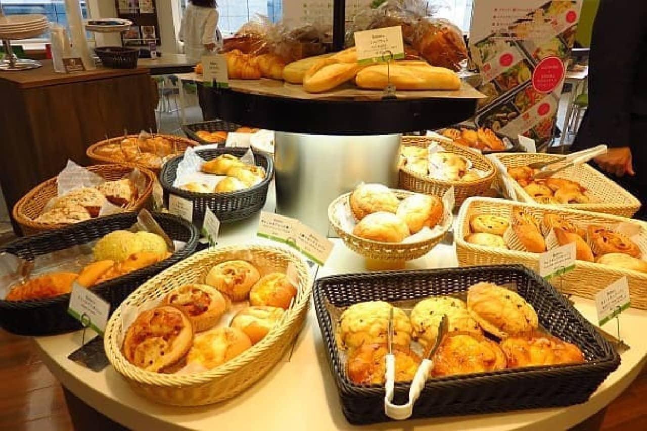 焼きたてパンの種類も豊富