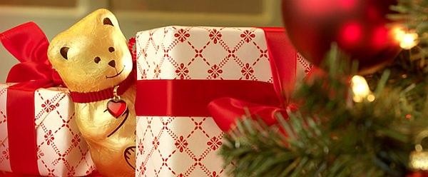 プレゼントのかげからのぞいている子が、リンツベア君です