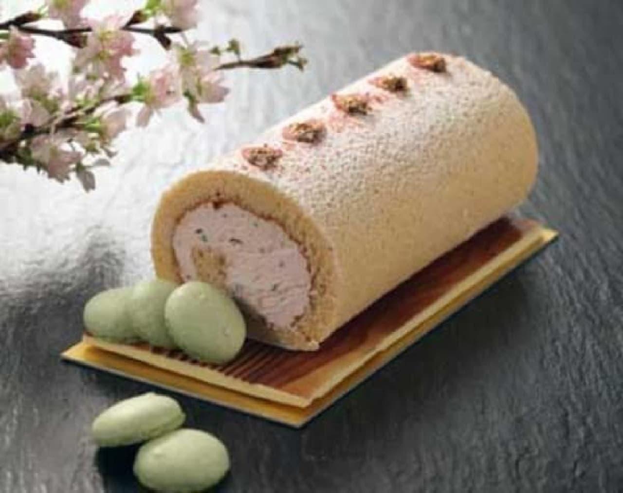 春らしいふんわり桜色のロールケーキ