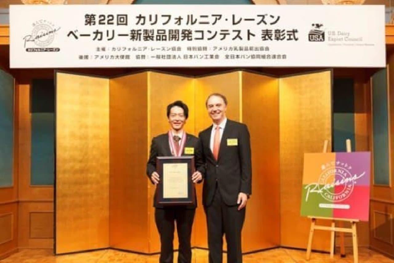 大賞を受賞した松木さん(左)
