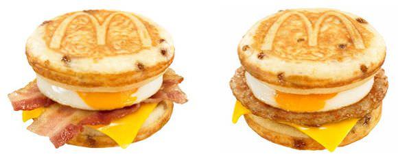 マックグリドル ベーコン&エッグ・チーズ(左)、  マックグリドル ソーセージ&エッグ・チーズ(右)