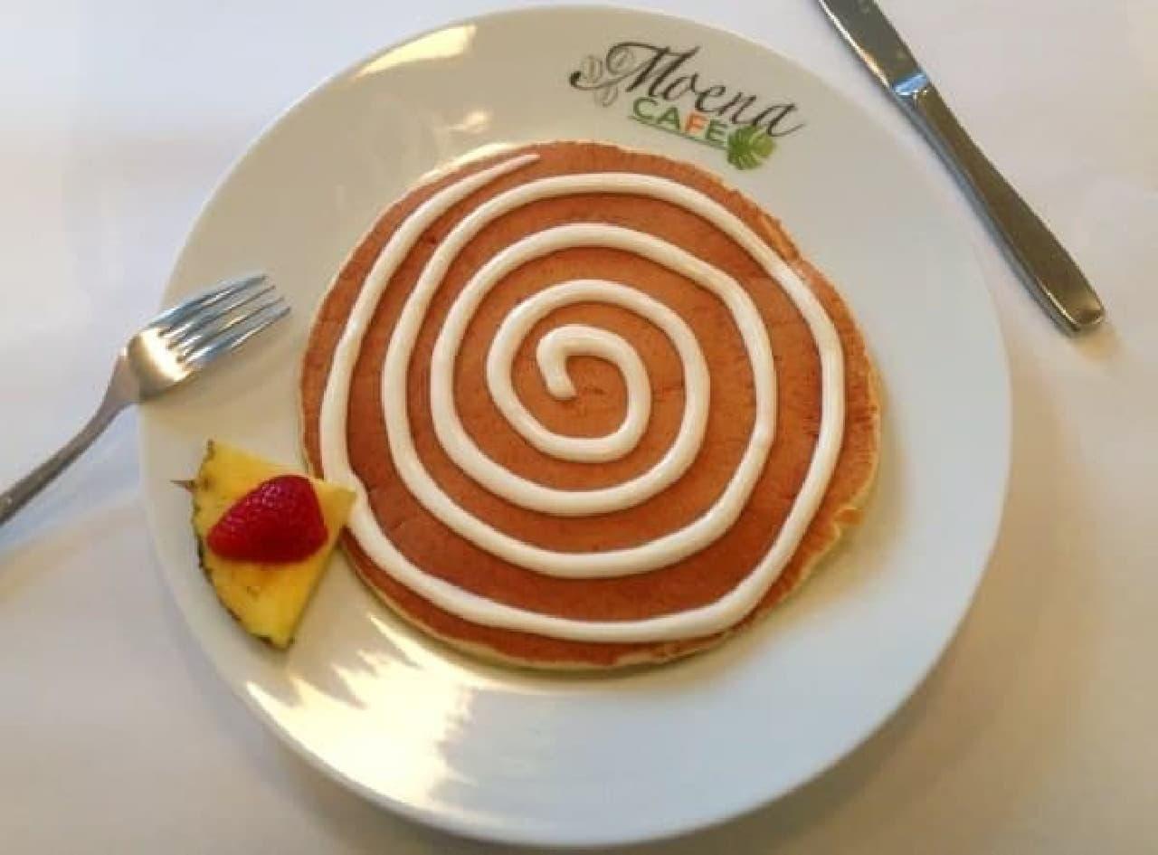 「シナモンロール パンケーキ」  ぐるぐるうずまきはクリームチーズソース!