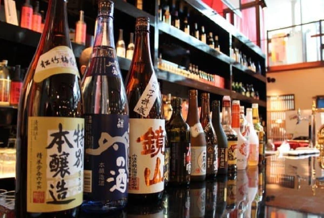日替わりで3種の日本酒飲み比べができるほか、ご当地のお酒各種も充実