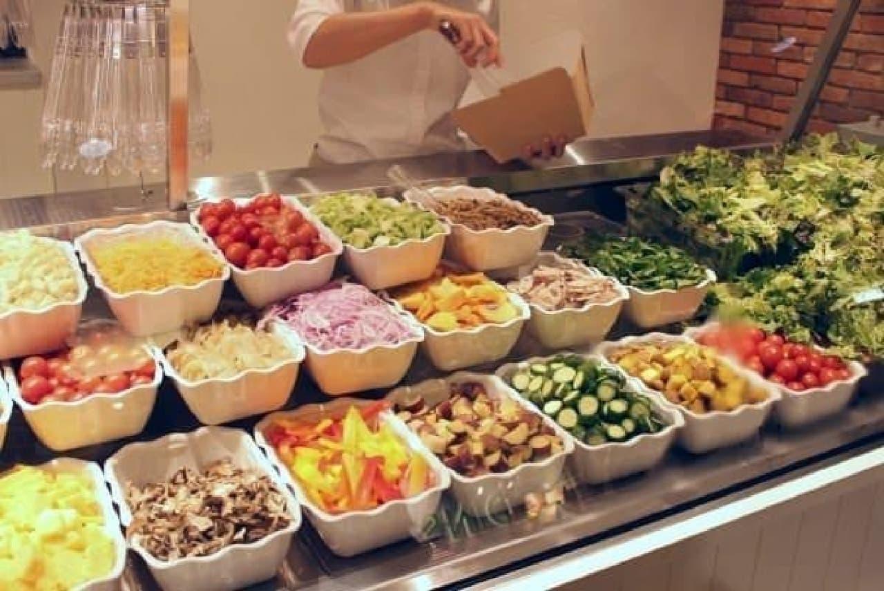 新鮮野菜が約30種類!お好きな組み合わせでどうぞ