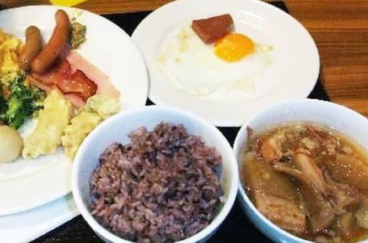 沖縄料理をビュッフェスタイルで(出典:トリップアドバイザー)
