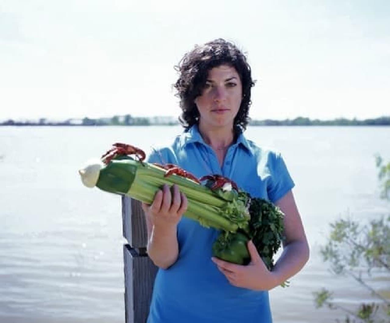 米国ニューオリンズの名物料理「エトフェ」  パプリカの引き金でザリガニ発射(??)