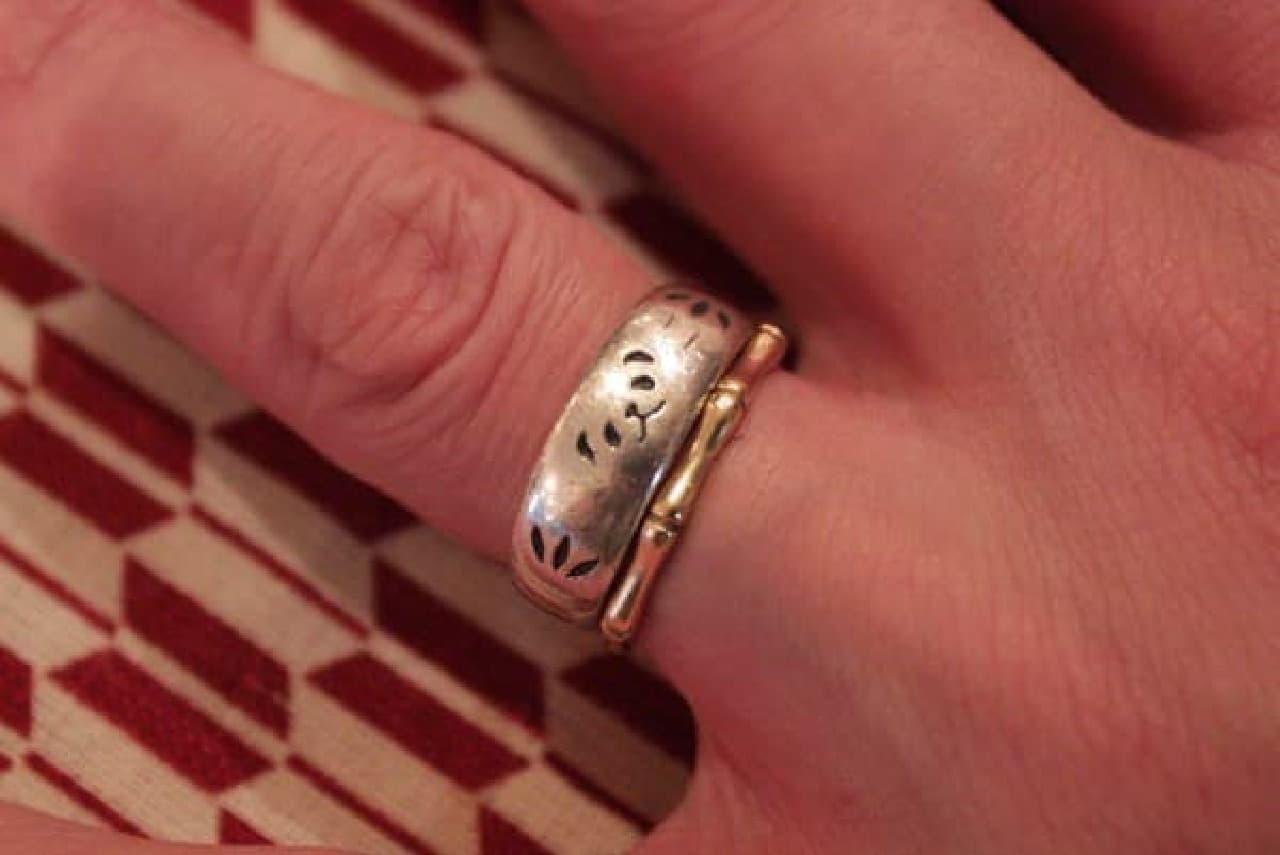 下に付けているのはなんと「竹」をモチーフにした指輪だそう!