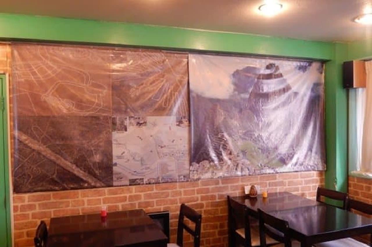 壁を覆うナスカの地上絵
