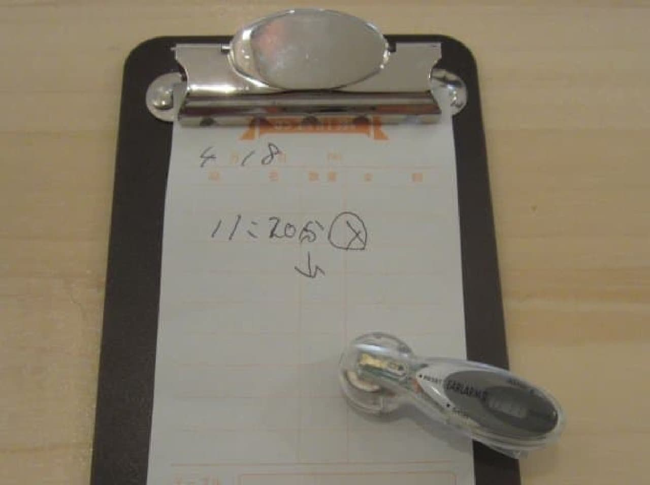 便利なイヤホン型のアラーム時計を借りられる