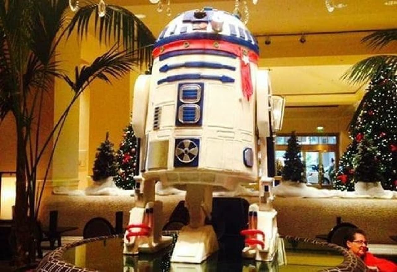 どこからどう見ても本物の R2-D2  (出典:The Fairmont San Jose 公式 Facebook)