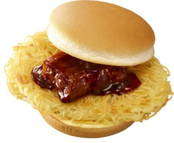 ロッテリアの「麺屋武蔵ラーメンバーガー」