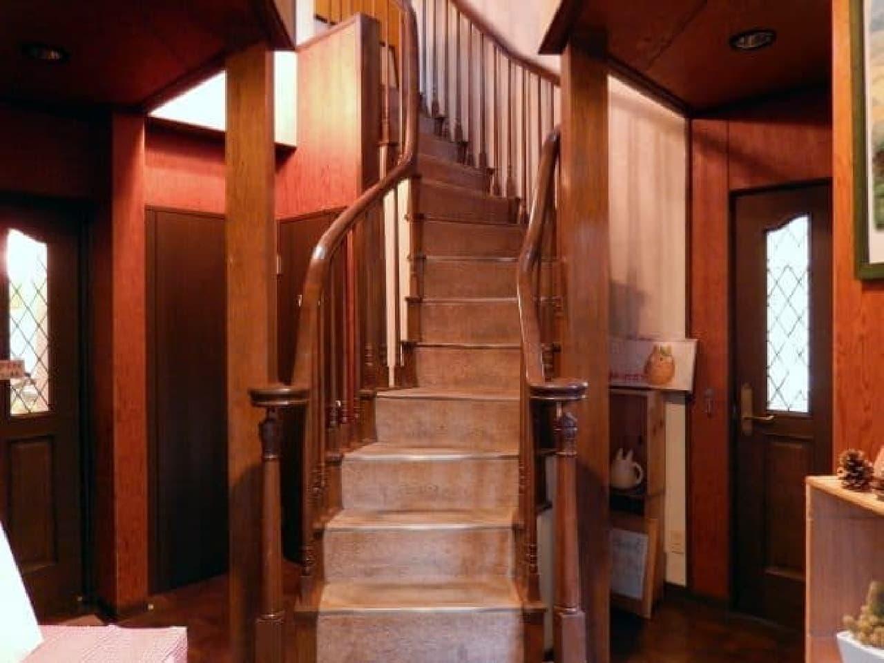 この階段は、ジブリの世界につながってるかも...