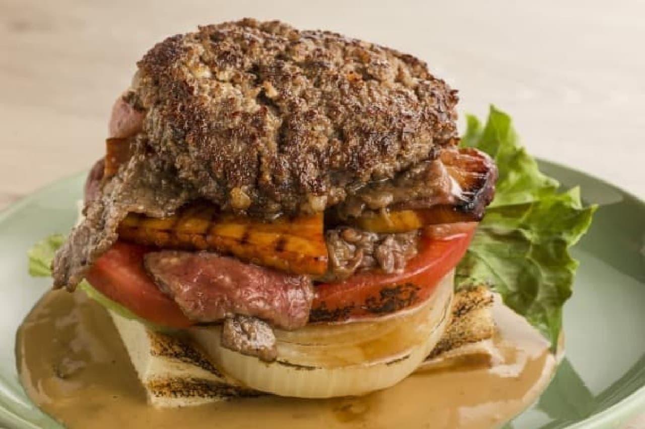 肉があふれるバル限定バーガー「B・B・B」