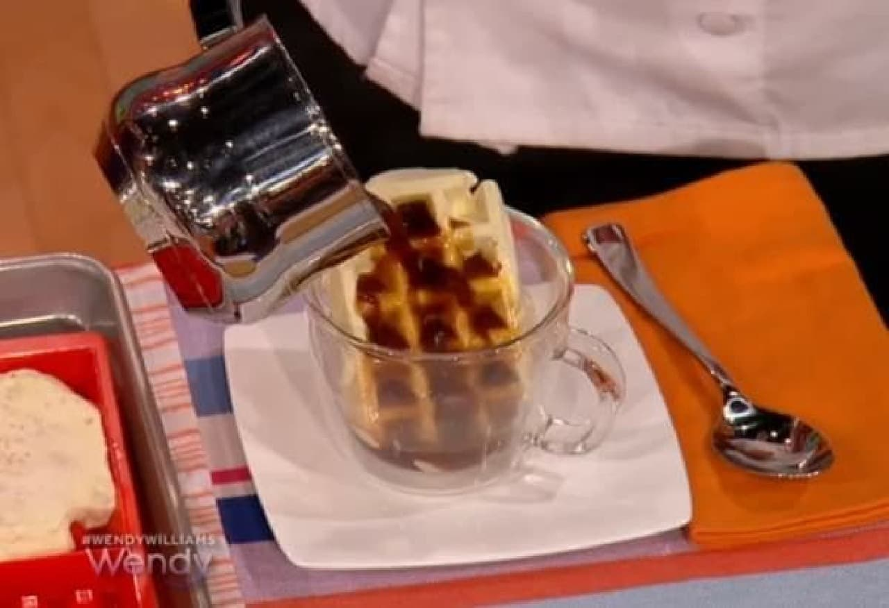 コーヒーをかけて、と...  (出典:Wendy Williams show)