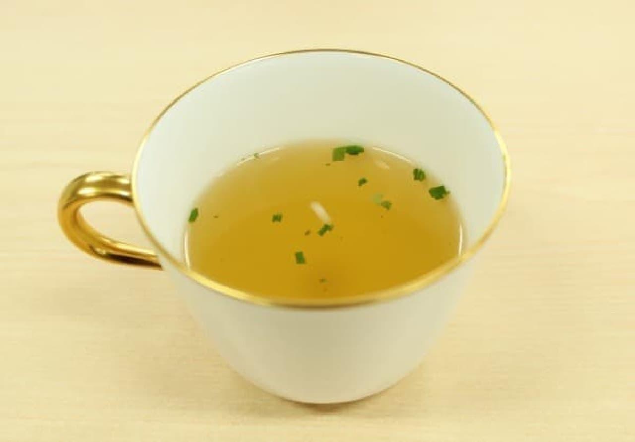 緑が映える「中華スープ」が完成