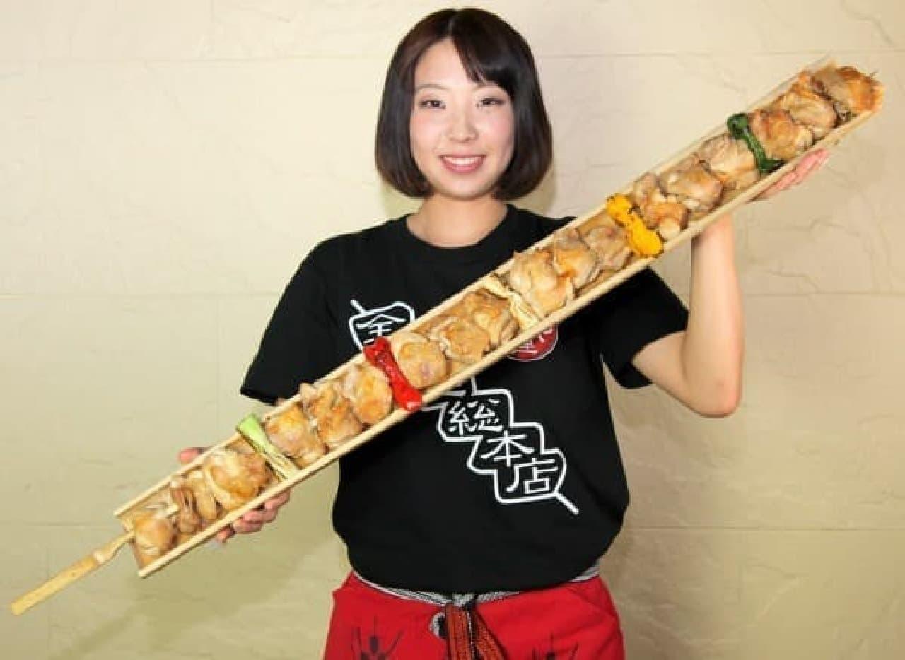 """長さ 1m!""""世界最大級""""のやきとりが登場"""