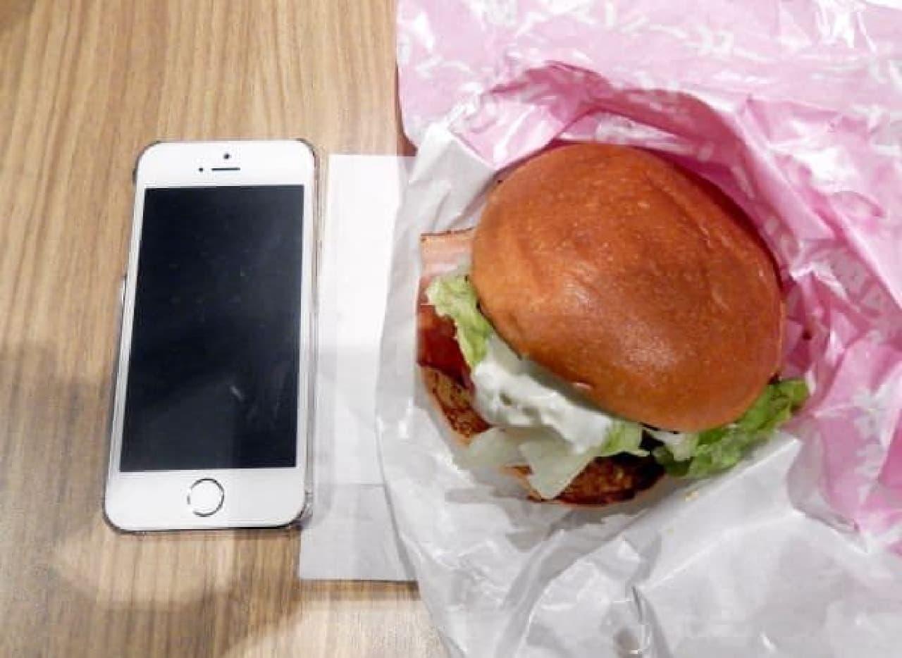 iPhone と比べるとこんな感じ