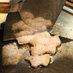 ヘラで豚肉をカット-お好み焼き