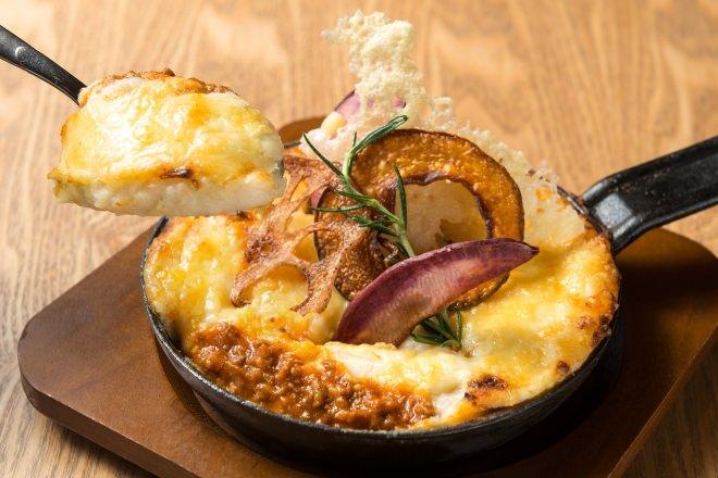 【バットンシェフ】LA LOBROS「マッシュポテトのチーズオーブン焼き 十勝ハーブ牛のミートソース仕立て」