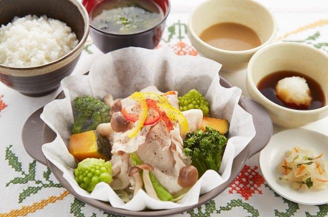 マンガリッツァ豚とたっぷり野菜の蒸し鍋膳