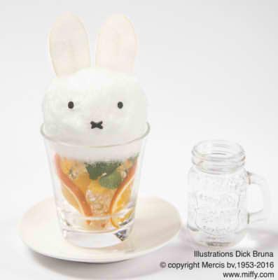 ふわふわミッフィーの綿菓子ソーダ 880円